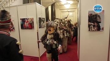 """Фотоизложбата """"Духът на Сурва"""" гостува в Народното събрание"""