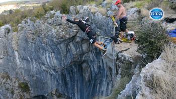 """Пещерата """"Проходна"""" край Луковит привлича много туристи и любители на екстремните спортове"""