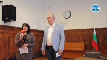 """Владимир Тошев връчи стипендия на талантлива ученичка от видинското училище """"Цар Симеон Велики"""""""
