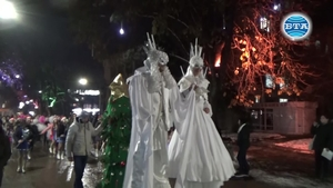 Благоевград посрещна Дядо Коледа и грейна в празнични светлини...