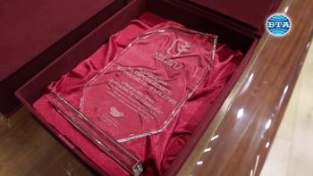 """Българският хелзинкски комитет връчи наградата """"Човек на годината"""" на отец Паоло Кортези"""