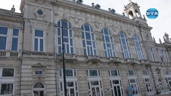 """Русенският театър представя премиерата на """"Любов с гръмотевици"""" тази вечер"""